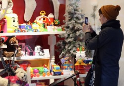 30 Homeless Kids Get Amazing Christmas Shopping Sprees Courtesy of Kind-Hearted Cops