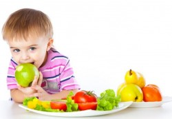 Occasional Family Meals Enough to Boost Kids' Fruit and Veg Intake