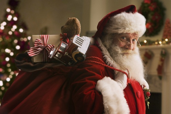 «Sandy Claus» Delivers Toys to Storm-Stricken Kids