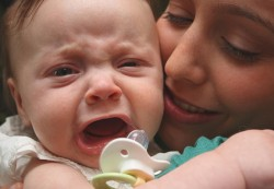 Let babies «cry it out,» study suggests