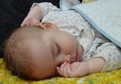 Синдром «плоской головы» у младенцев – это временно