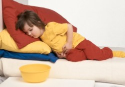 Причины болезни живота у детей