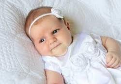 Праздничное платье сделает из девочки настоящую принцессу.
