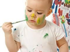 Малыш начинает рисовать