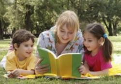 Совместное чтение помогает детям развиваться