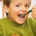 Специалисты рассказали, как научить ребенка есть кашу