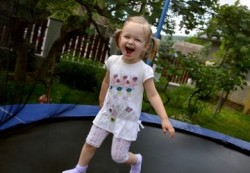 Прыжки на батуте являются причиной половины детских травм