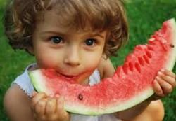 Как помочь ребенку перенести летнюю жару