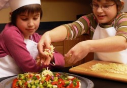 Названо блюдо, которое влияет на вероятность развития ожирения у ребенка