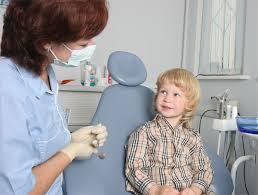 Подбадривание ребенка перед болезненной процедурой пугает его еще больше
