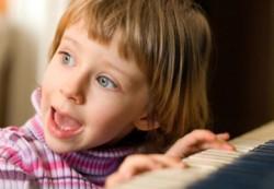Стало известно, когда появляются первые симптомы наличия аутизма у ребенка