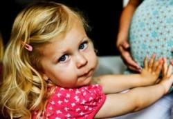 Психологи рассказали, как справиться с детской ревностью