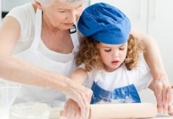 Стоит ли оставлять ребёнка у бабушки надолго, рассказали психологи