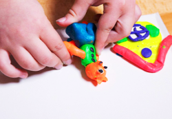 Как научить ребенка лепке из пластилина