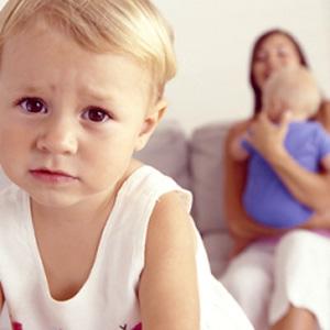 Как помочь старшему ребенку пережить появление младшего
