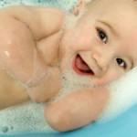 Чем мыть ребенка, чтобы не испортить его кожу