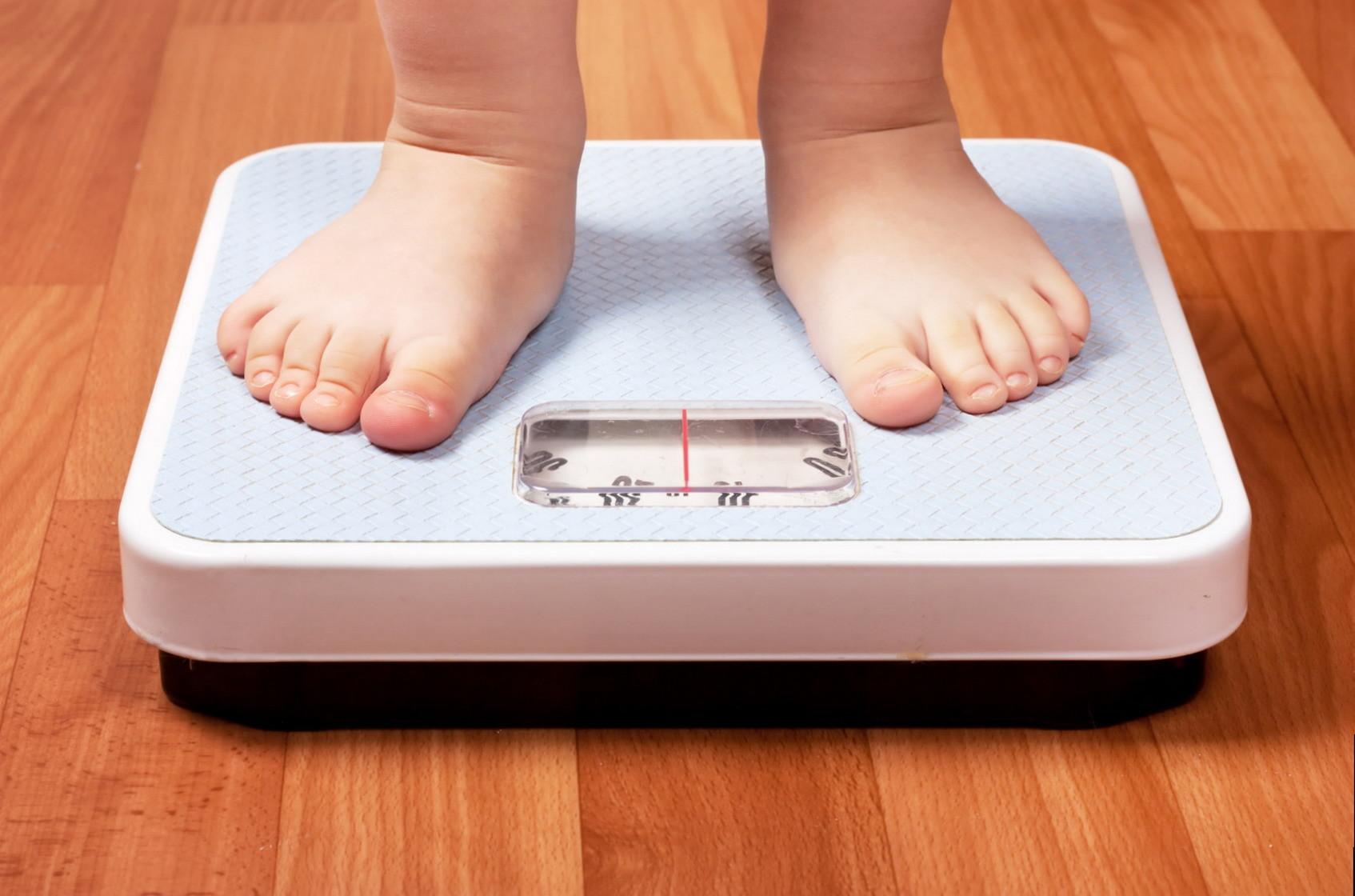 Ученые выяснили, что вес ребенка напрямую зависит от отношений с родителями