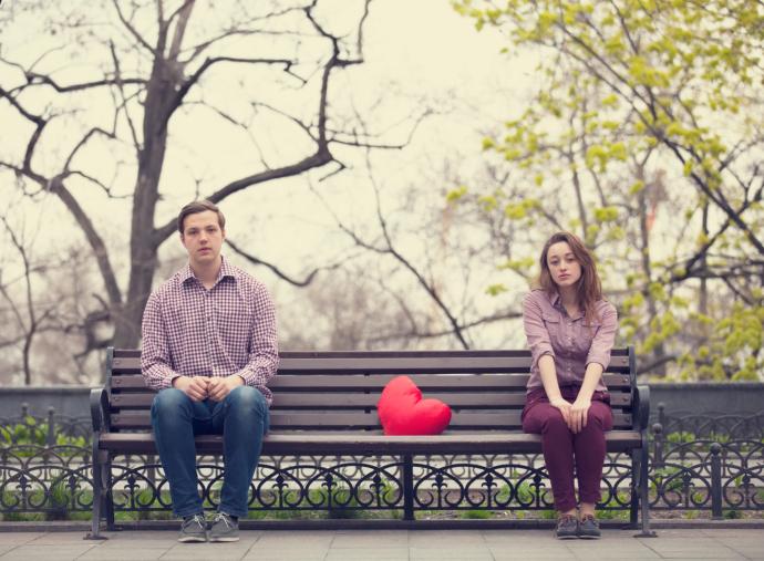 Как девочки переживают влюбленность