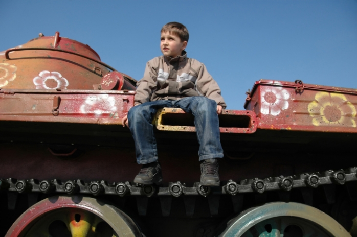 Играть ли мальчикам в войну: почему детям интересно оружие?