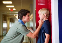Школьные конфликты: театр начинается с раздевалки