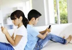 Специалисты рассказали, в каком возрасте можно покупать ребенку мобильный телефон