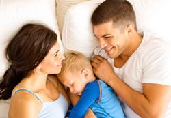 Как отучить ребенка спать вместе с родителями