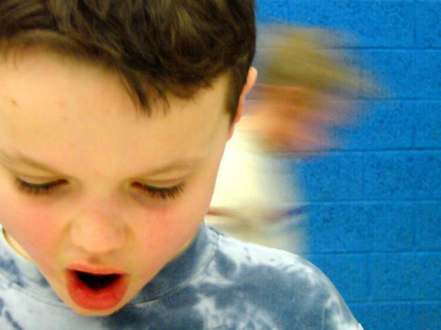Чтобы снизить уровень агрессии у детей, необходимо чаще разговаривать с ними об их эмоциях