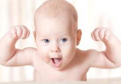 Ученые советуют: не мешайте ребенку бросаться манной кашей