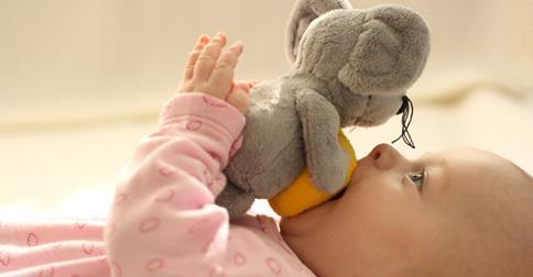 Дети в 7 месяцев способны реагировать на взгляд