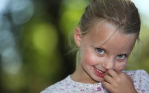 Как отучить ребенка от привычки плеваться