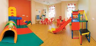 Детская игровая площадка: первые шаги в мир