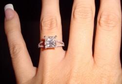 Как выбрать подходящий размер кольца для девушки на помолвку.