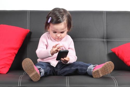 Тонкости выбора смартфона детям