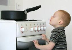 Опасности, которые подстерегают ребенка в собственном доме