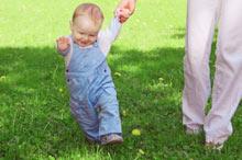 Зачем ребенку до года обувь?