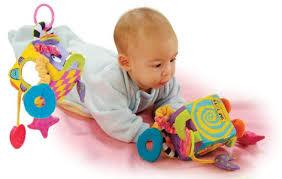 Выбирать игрушки стоит с малышом