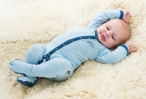 Особенности выбора одежды для малышей