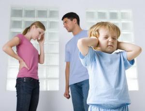 Скандалы в семье вредят развитию мозга детей