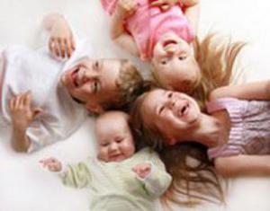 Ученые: дети, смотрящие телевизор, пьют больше газировки