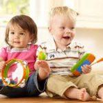 В гости к ребенку следует приходить с игрушкой