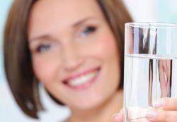 Как правильно пить воду в течение дня: дополнительные рекомендации