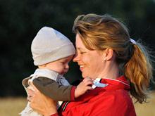 Ношение детей на руках, как средство от плача, имеет научное объяснение
