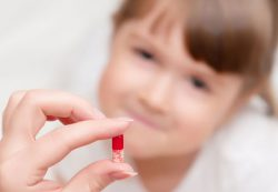Нужно ли давать антибиотики детям?
