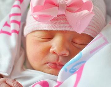 Как ухаживать за новорожденной девочкой?