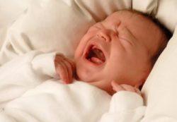 Почему кричит новорожденный ребенок?