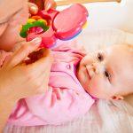 Самые первые игрушки для младенцев