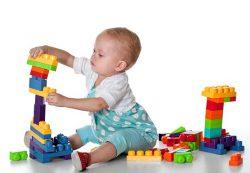 Дарим игрушки детям по возрасту