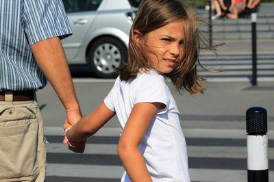 Учим ребенка безопасно переходить дорогу
