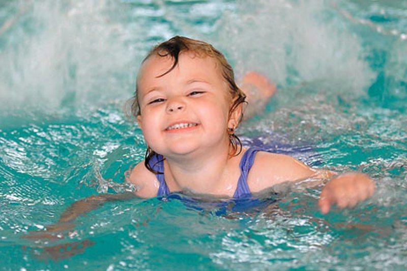 Обучаем плаванью — советы начинающим родителям