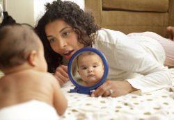 5 веселых способов научить ребенка ползать на четвереньках